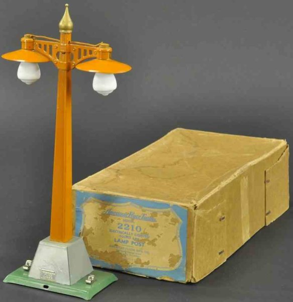 American Flyer Railway-Lamps/Lanterns Lamp post #2210, boxed example, done in orange pole, green b
