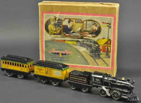 American Flyer Railway-Trains Passenger set with box, rare example, includes cast iron clo