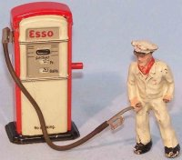 Arnold Tin-Toys Gas pump ESSO #1000 with gas station...