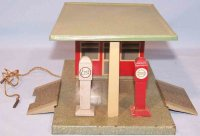 Marlin Tin-Toys Gas station Standard / Esso in original...