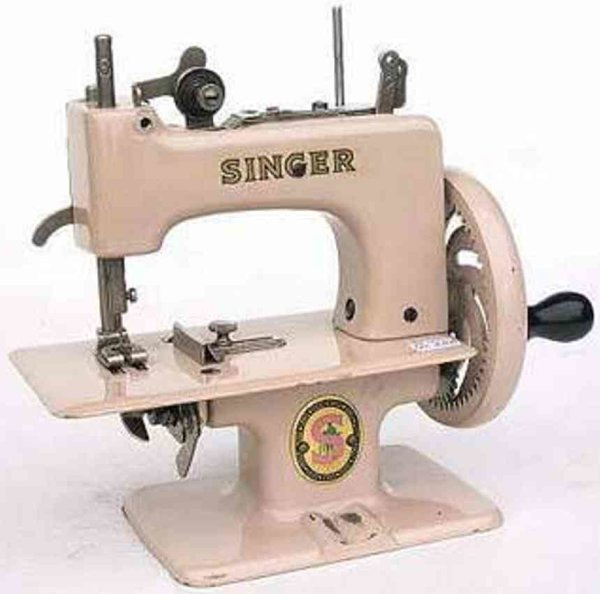 Singer Toy sewing machines 20 10 light beige