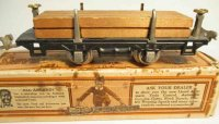Lionel Railway-Freight Wagons Flat car #831 with four...
