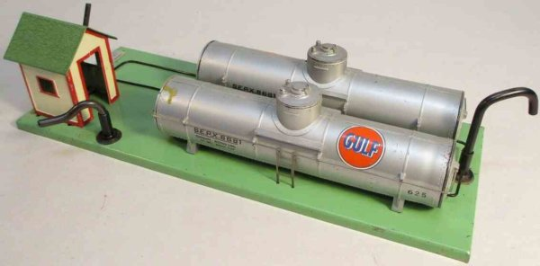 American Flyer Railway-Buildings Gulf oil supply depot #768G, combines 2 plastic 625 tank car